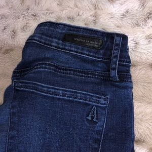 Cropped jeans with raw hems